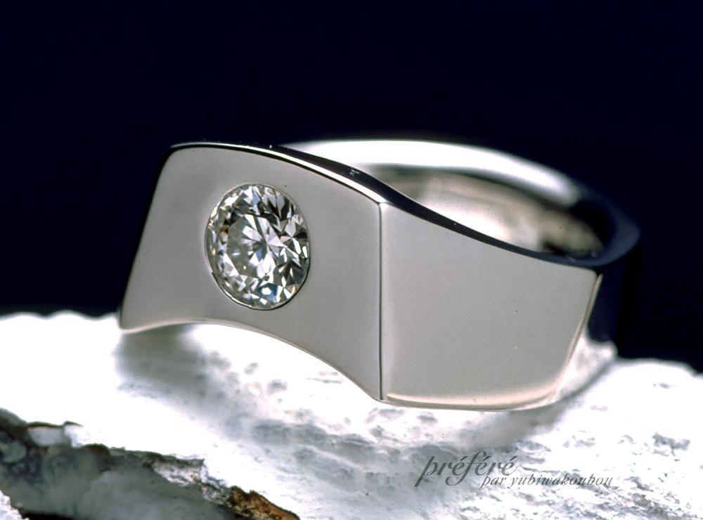 ラウンドのダイヤで個性的なオーダーメイドの婚約指輪