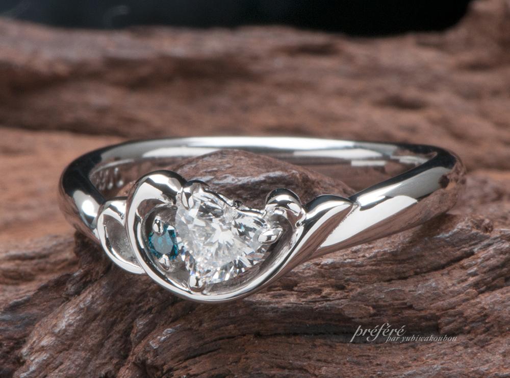 ハートダイヤとイルカの婚約指輪