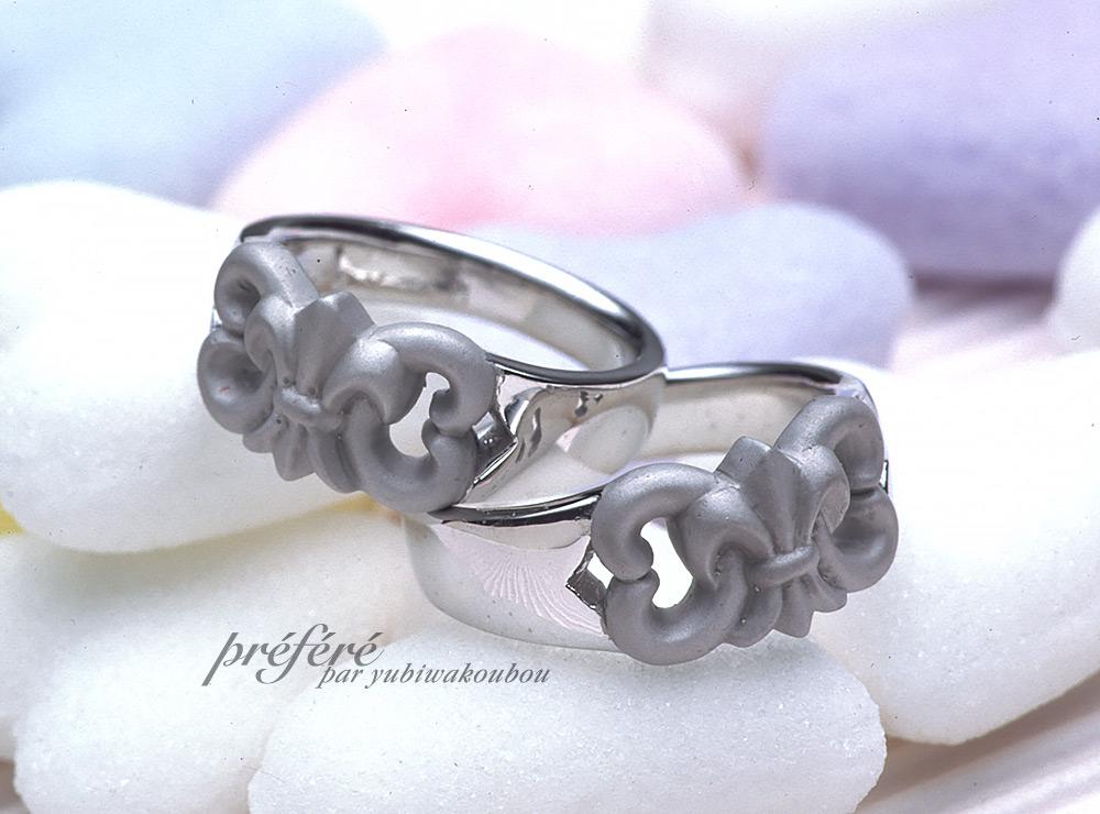 百合の紋章のオーダーメイドのマリッジリング(結婚指輪)