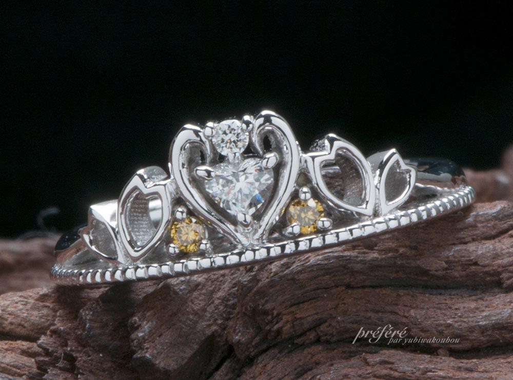 桜モチーフのティアラ型婚約指輪