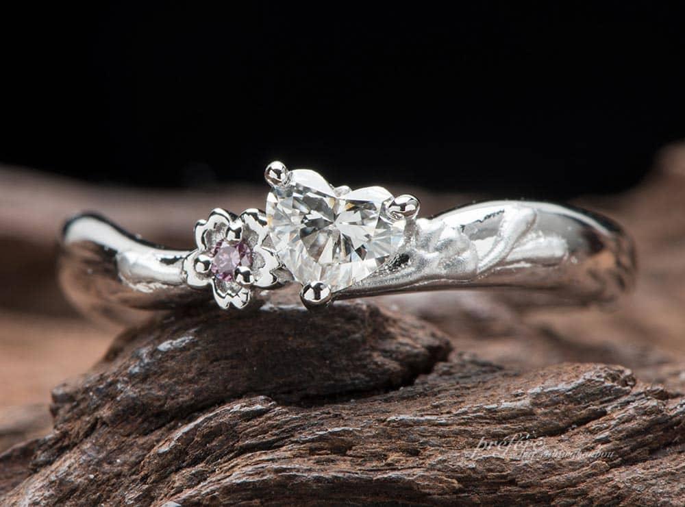 桜モチーフの婚約指輪はハートダイヤでオーダーメイド(指輪No.11467)
