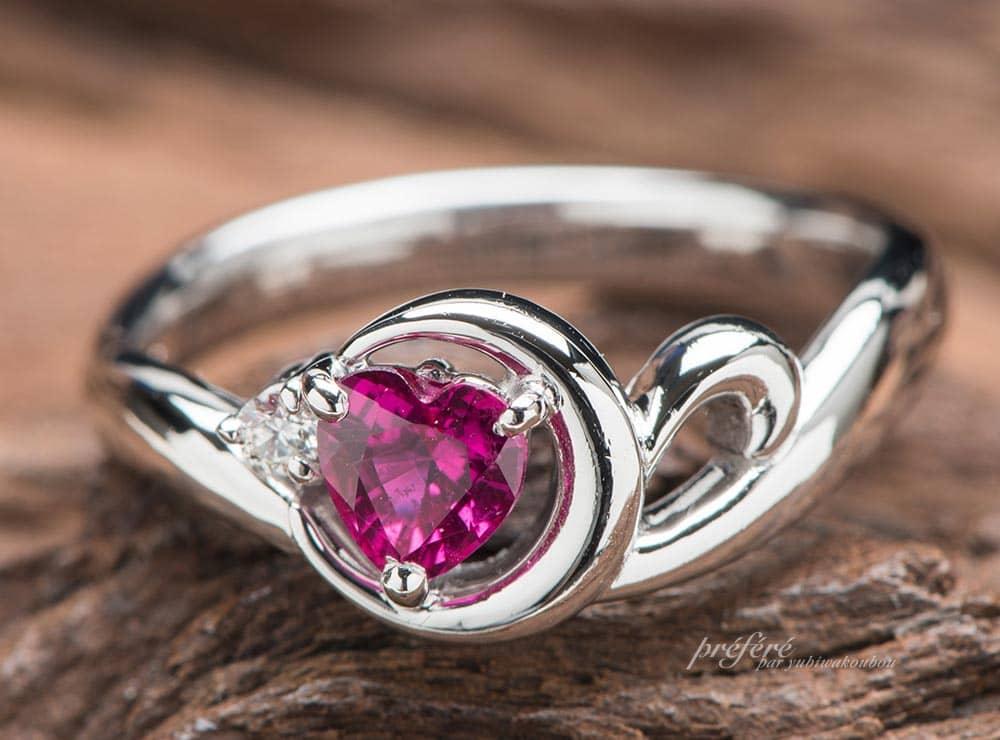 ハートルビーの婚約指輪はセーラームーンの三日月モチーフ