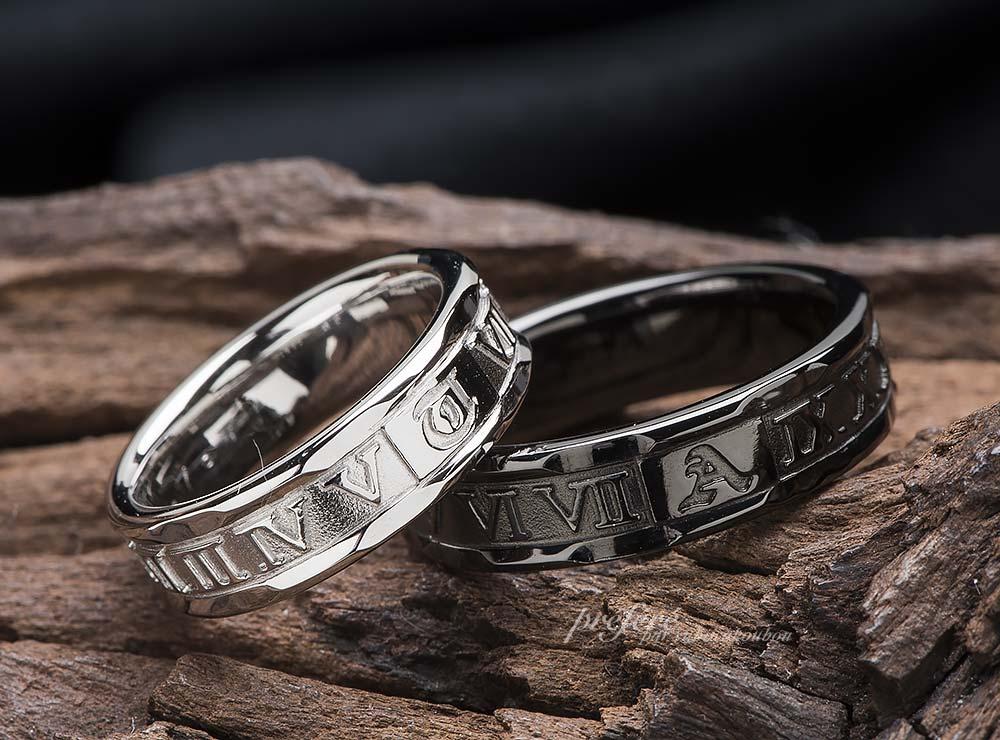 ローマ数字とイニシャルの結婚指輪