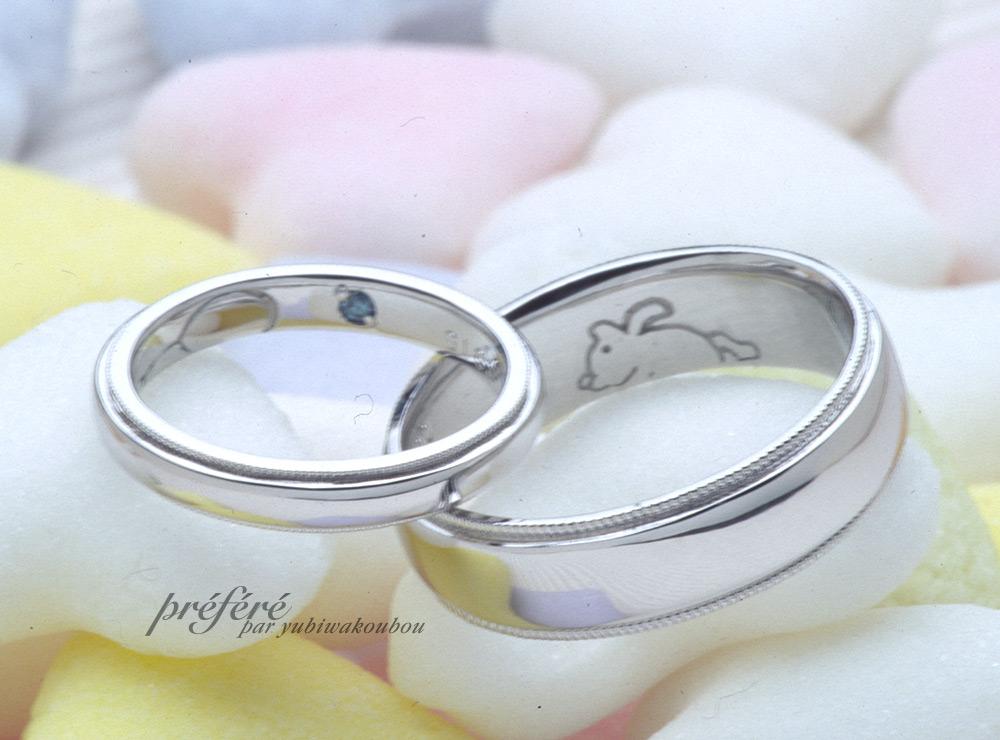 シンプルなデザインの結婚指輪の内側にウサギを入れました
