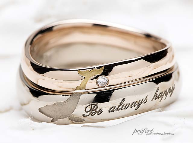 お二人の結婚指輪を重ね合わせるとクジラモチーフになる結婚指輪
