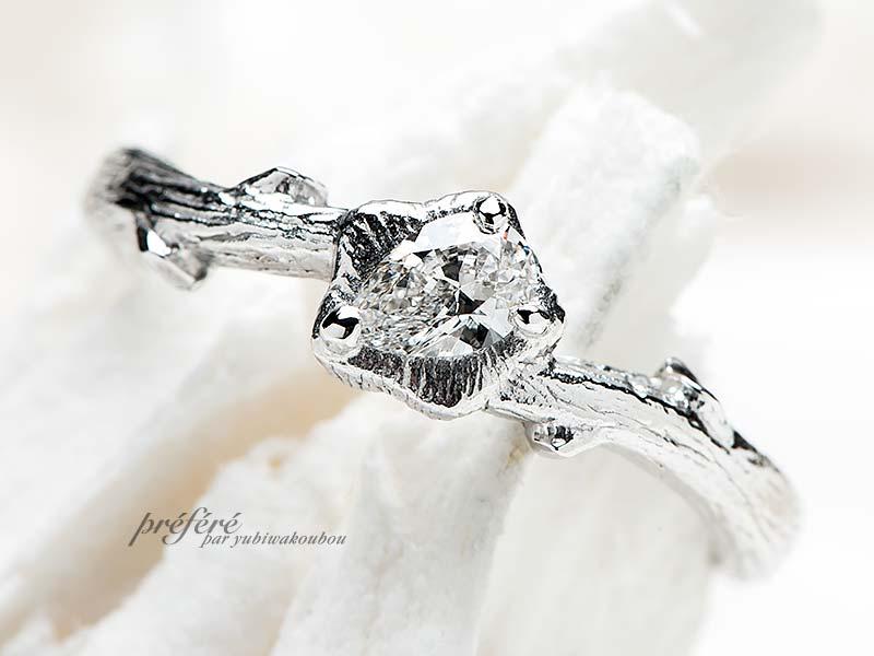ペアシェイプのダイヤと木目のテクスチャーを入れた婚約指輪(指輪NO.12309)