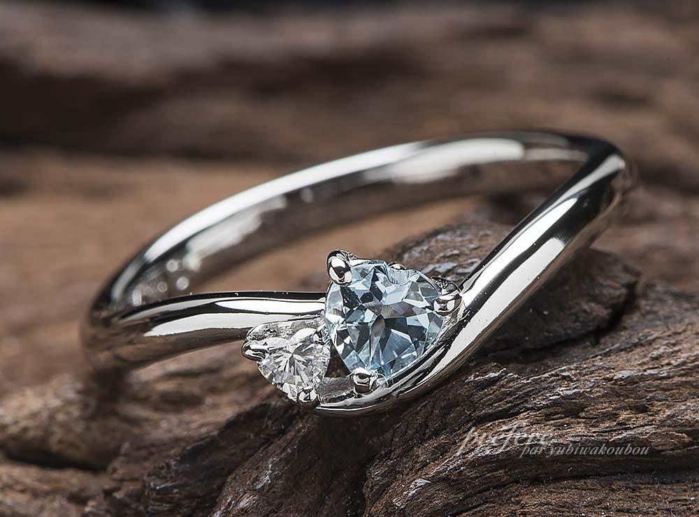 ハート形アクアマリンにハート形ダイヤを添えた婚約指輪(指輪No.12647)