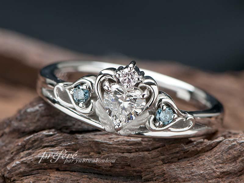 天使の羽根とイニシャルのティアラ型婚約指輪をオーダーメイド(指輪No.4631)