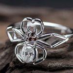 蜘蛛モチーフの婚約指輪