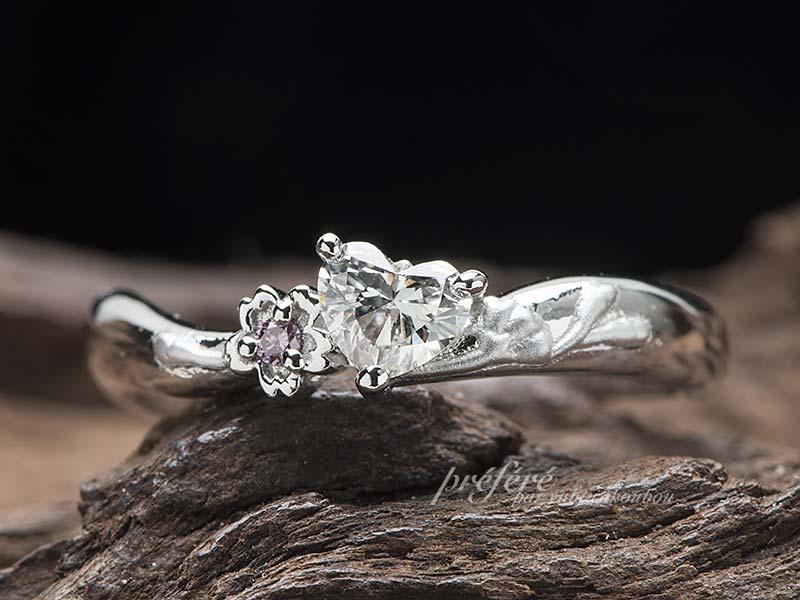 桜モチーフの婚約指輪はハートダイヤでオーダーメイド