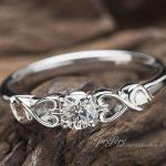 イニシヤルを入れた婚約指輪