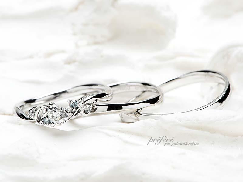 ハートの婚約指輪とセミオーダーの結婚指輪にイニシャルをアレンジしたセットリング