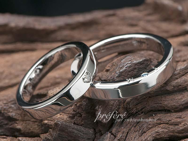 ハートのダイヤと側面にイニシャルとカラーダイヤを入れた結婚指輪