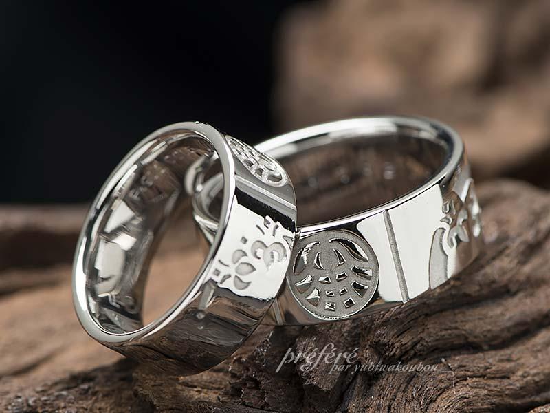 四つ葉のクローバーと家紋を入れた幅広の結婚指輪