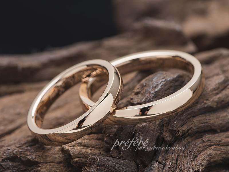 シンプルなピンクゴールドの結婚指輪