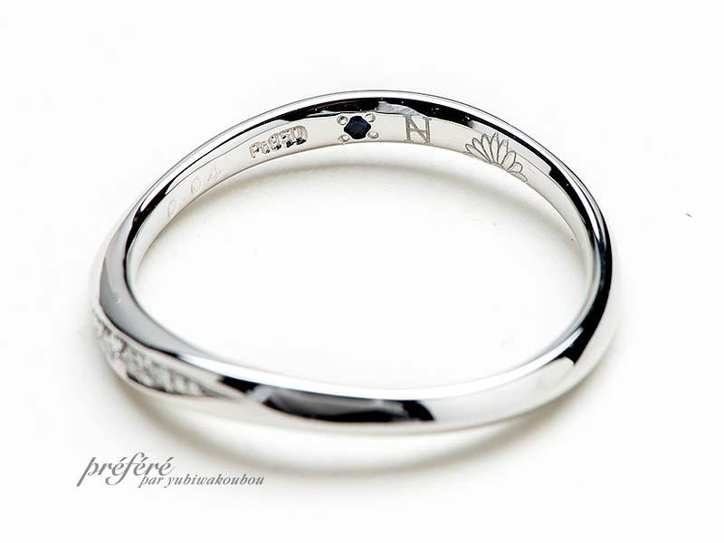 二人合わせてガーベラになるデザインの結婚指輪
