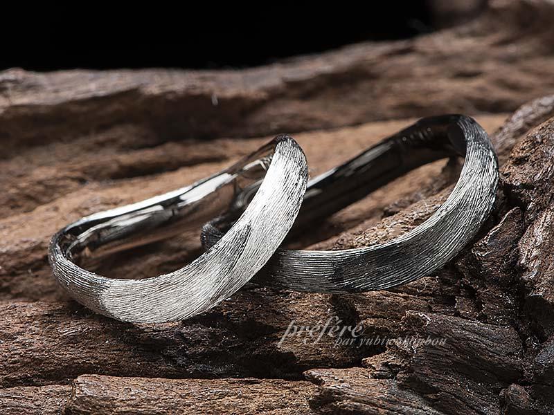無限大の形になるひねりウデにオシャレなテクスチャーを入れた結婚指輪