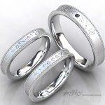 ミル打ちリング形状に雪の結晶モチーフとイニシャルを入れた結婚指輪オーダー