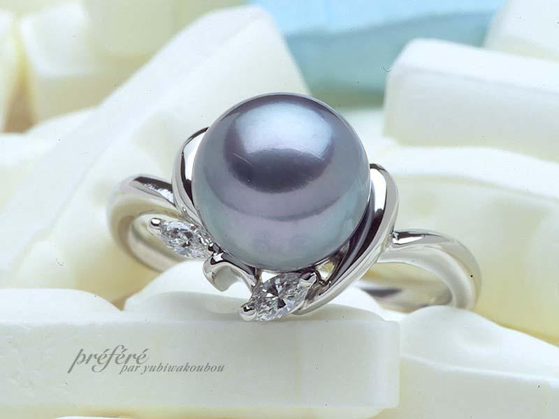 ブラックのパールリングは、オーダーでダイヤを入れ、しあわせ指輪工房がお作りしました。(指輪No.647)