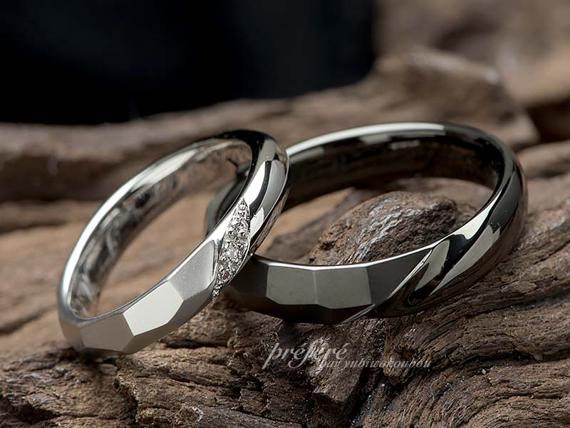 結婚指輪はシンプルデザインでブラックとプラチナでオーダー