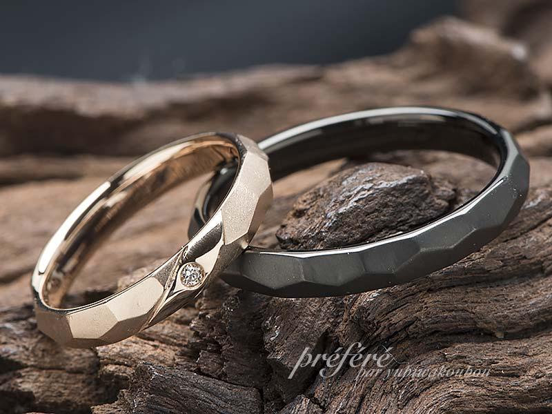 ピンクゴールドとブラックの結婚指輪はオーダーメイドで槌目デザイン