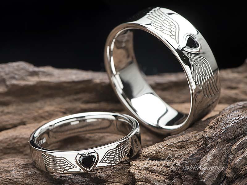 ハートのブラックダイヤと鷲の羽根の結婚指輪のオーダー