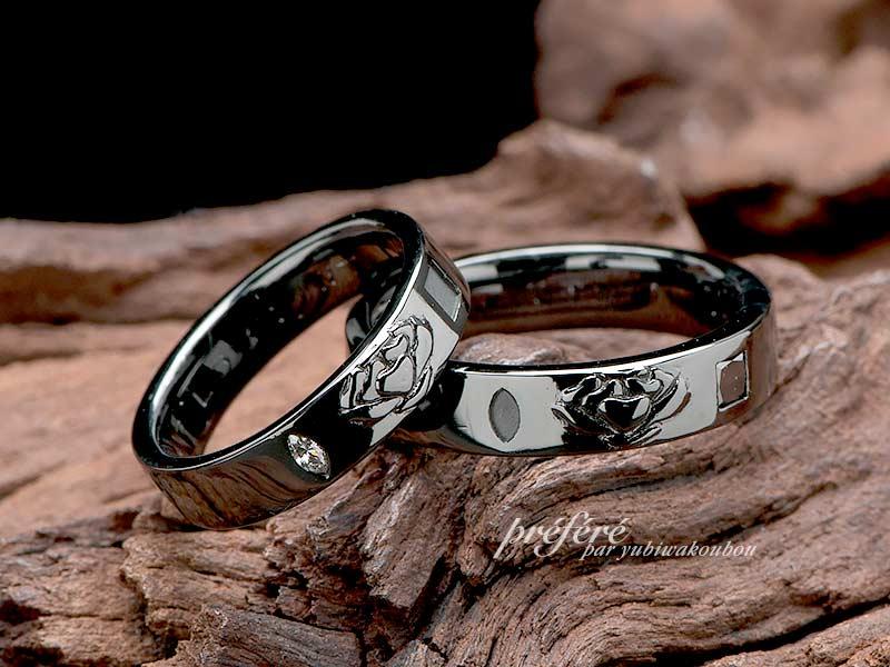 ストックのお花をデザインしたブラックリングのオーダー結婚指輪