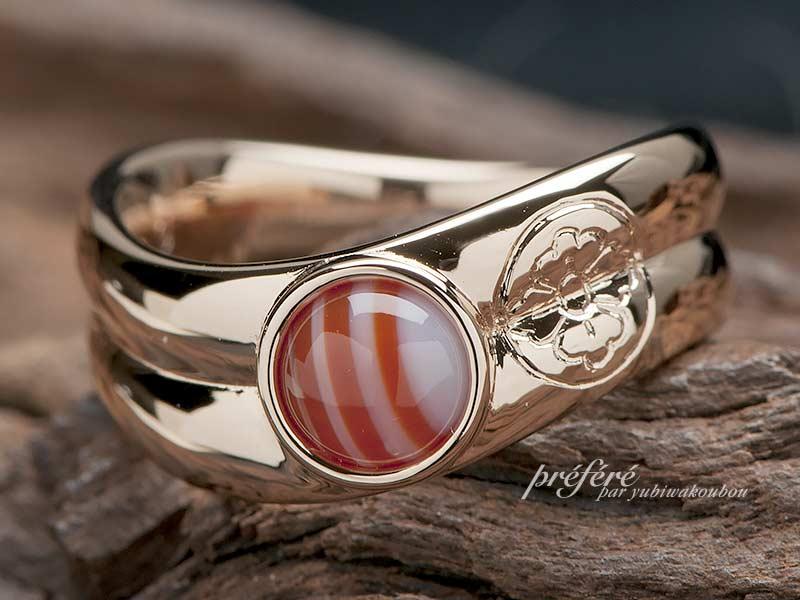 結婚指輪のオーダーはサードオニキス石と家紋を入れたデザイン