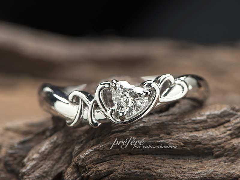 ハートダイヤと二人のイニシャルを入れた婚約指輪はオーダーメイド