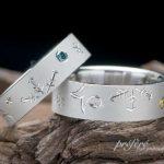 イニシャル部分に釣り針がデザインされている結婚指輪はオーダー