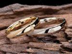 コンパスモチーフを入れてスターダスト仕上げをしたオリジナル結婚指輪