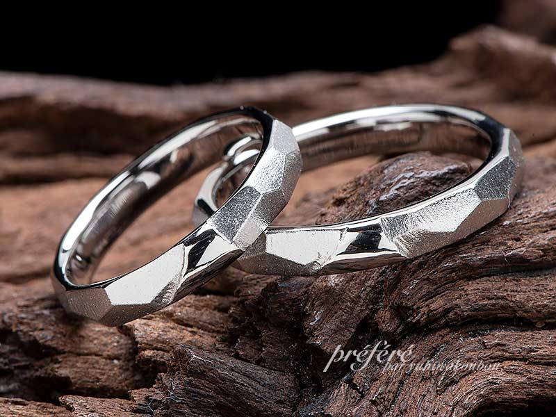 婚約指輪とセットで着けるダイヤモンド富士モチーフのブライダルリング