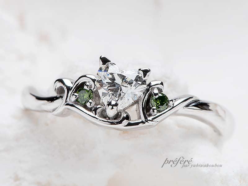 ハートのダイヤとグリーンダイヤを入れた猫モチーフのオリジナル婚約指輪