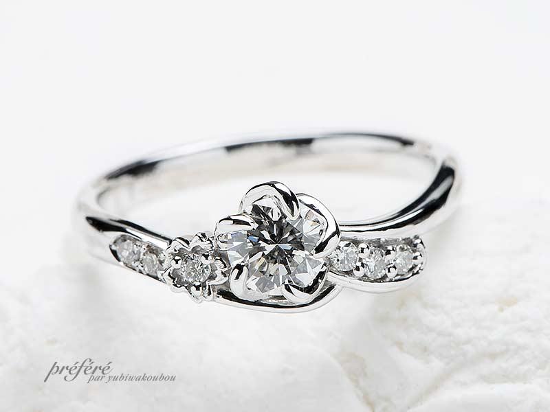 桜の花びらモチーフの婚約指輪