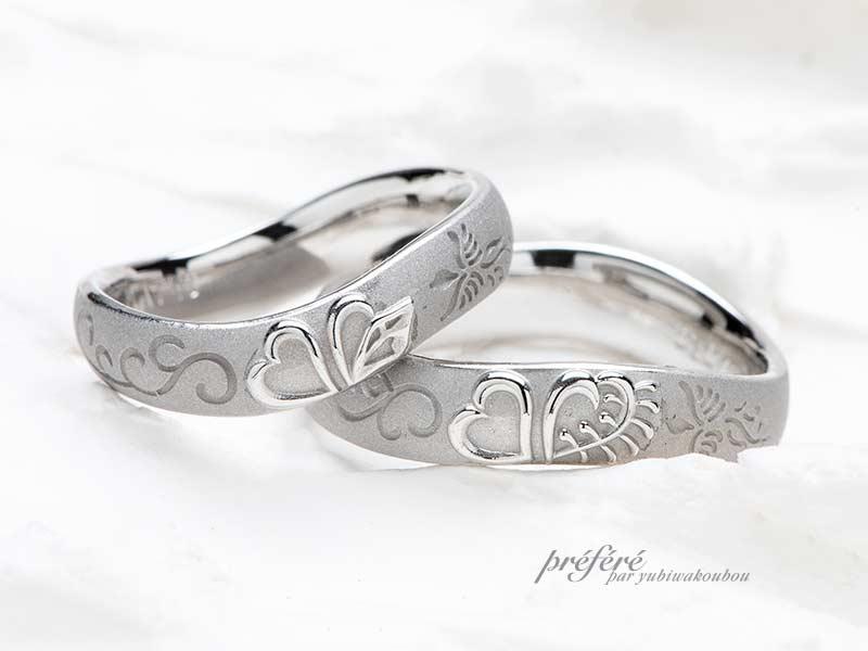 青い鳥のデザインと花をモチーフにしたペアデザインの結婚指輪