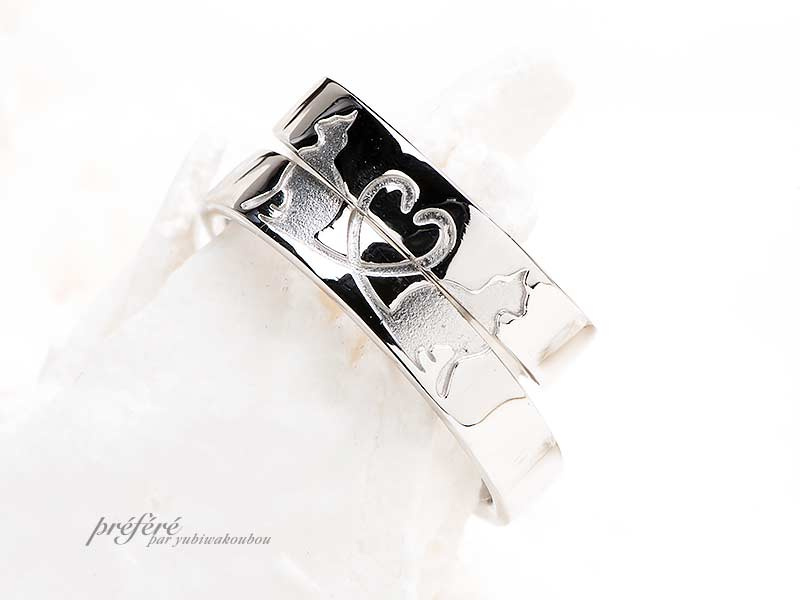 リングを重ねるとひとつの猫モチーフになる結婚指輪